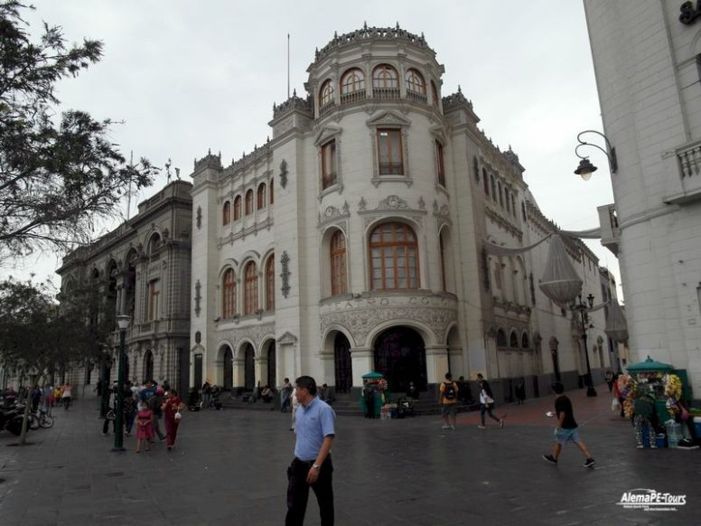 Lima - Plaza San Martin - Teatro Colon