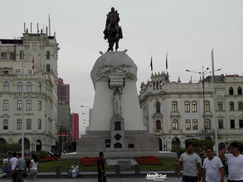 Lima - Plaza San Martin - Monumento