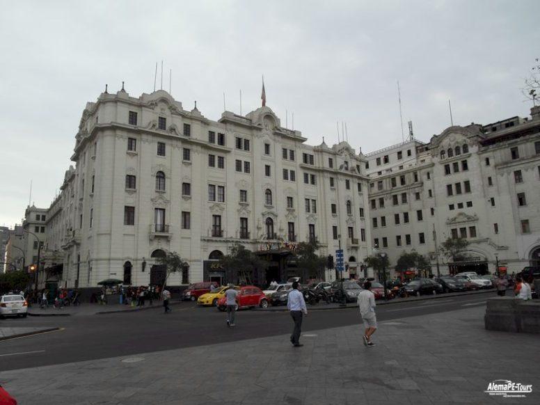 Lima - Centro Historico - Plaza San Martin - Teatro Colon