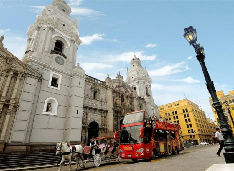 Lima - Catedral de Lima con Mirabus
