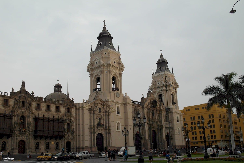 Lima - Plaza-Mayor - Arzobispado y Catedral de Lima