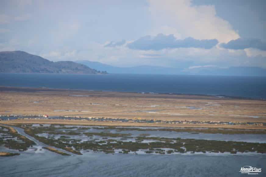 Puno - El Lago Titicaca con las islas flotantes de los Uros