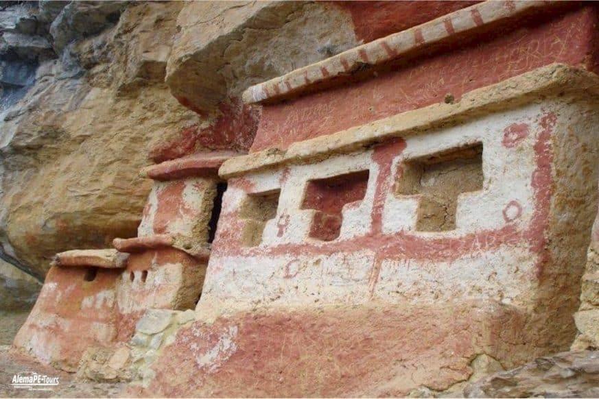Chachapoyas - Revash - Mausoleo de los Chachapoyas
