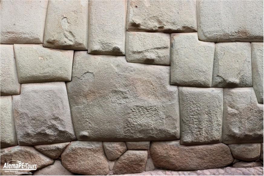 Cuscio - Piedra de 12 Angulos